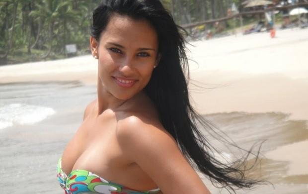 Kelly Medeiros, do BBB 12, foi dançarina do 'Aviões do Forró'